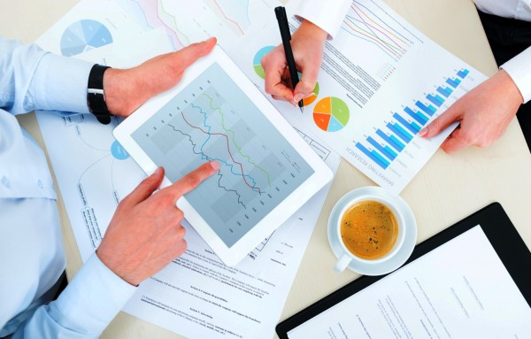 market-research-real-time-data-monitoring-600x383